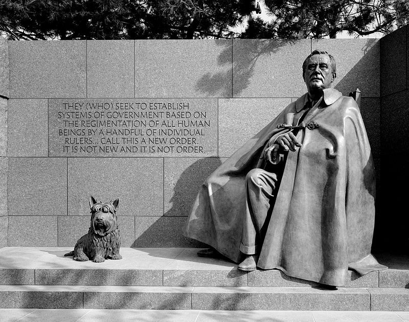 Figure Ruzvelta i psa Fala
