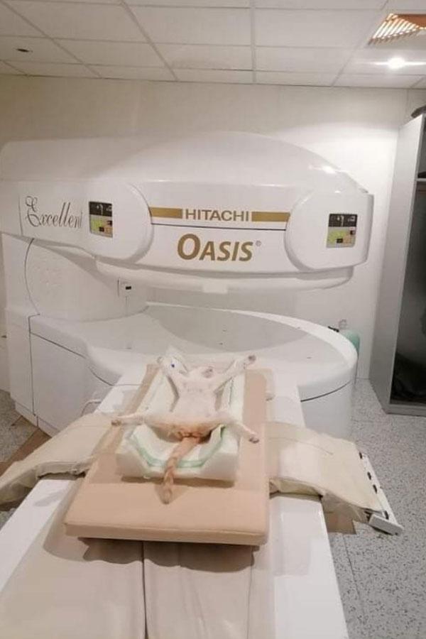 maca na skeniranju MRI aparatom